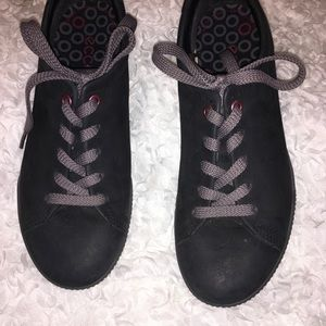 ECCO Black suede like lace up shoes..